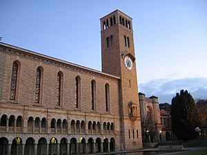 English: Winthrop Hall at sunset, University o...