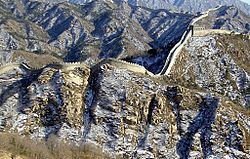Tembok Raksasa pada musim dingin, dekat Beijing.