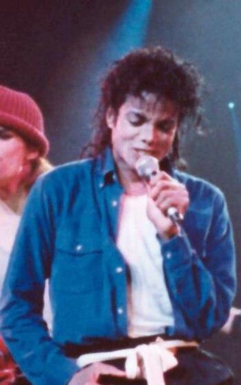 Michael Jackson performing The Way You Make Me...