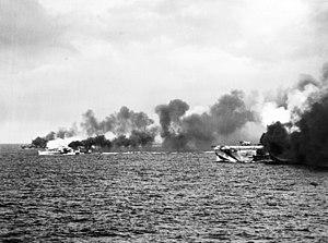 The U.S. Navy escort carrier USS Gambier Bay (...