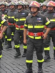 Vigili del fuoco alla parata del 2 giugno a Roma.