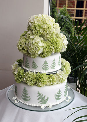 Green fern wedding cake.