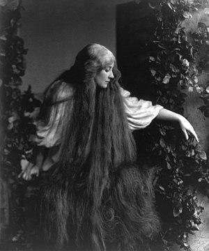 "Mary Garden as Méĺisande in Debussy's ""Pe..."