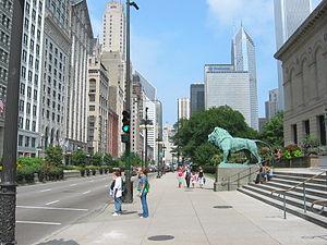 English: Michigan Avenue, outside the Art Inst...