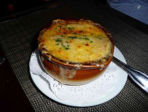 English: french onion soup, as photographed at...