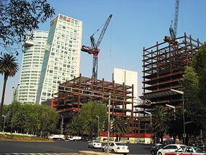 Español: Edificios en construcción a lo largo ...