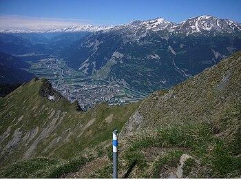 English: View over Chur, capital of Graubünden...