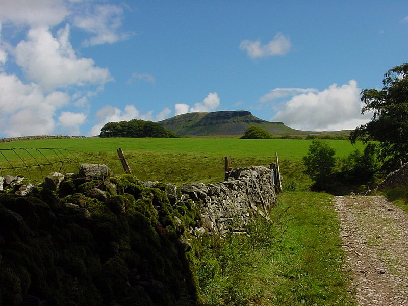 File:Path to Pen y Ghent.JPG
