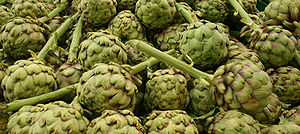 English: Stacked artichokes in a fruit and veg...