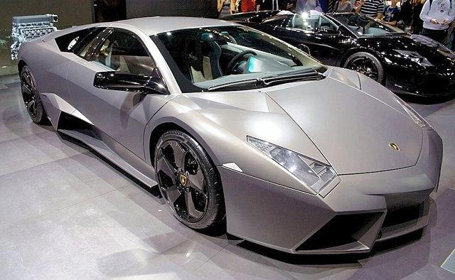 https://i2.wp.com/upload.wikimedia.org/wikipedia/commons/thumb/1/1b/Lamborghini_Revent%C3%B3n.jpg/640px-Lamborghini_Revent%C3%B3n.jpg