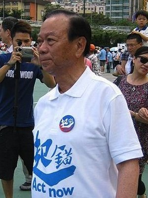 English: Lau Wong-fat attending a campaign of ...