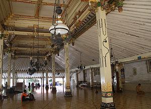 Bahasa Indonesia: Serambi yang terdapat pada M...