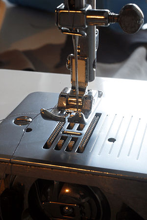 English: Sewing machine