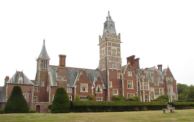 The rear of Aldermaston Court in September 2009.