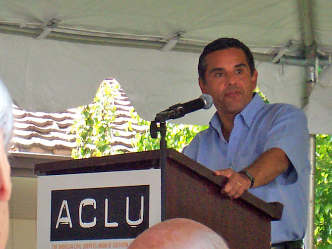Antonio Villaraigosa speaking at an ACLU event.