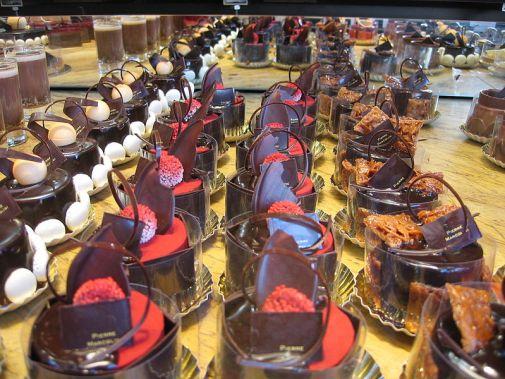 https://i2.wp.com/upload.wikimedia.org/wikipedia/commons/thumb/1/1d/Chocolate_art.JPG/800px-Chocolate_art.JPG?resize=505%2C379&ssl=1