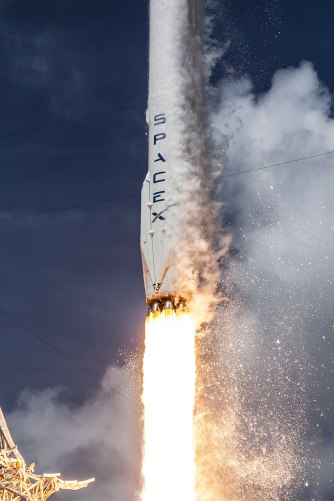 Launch of Falcon 9 carrying ORBCOMM OG2-M1 (16601442698).jpg