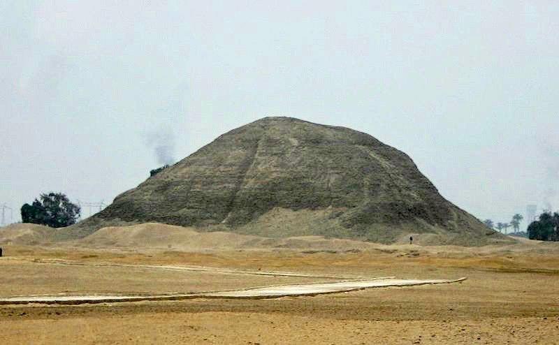 File:Pyramid of amenemhet hawarra 01.jpg