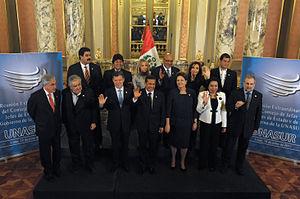 Español: La presidenta Cristina Fernández salu...