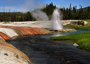 English: Cliff geyser and Firehole river at Bl...