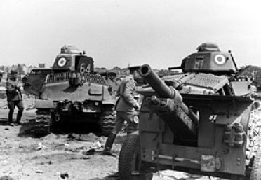 Bundesarchiv Bild 121-0412, Frankreich, Panzer Somua S35, Geschütz.jpg