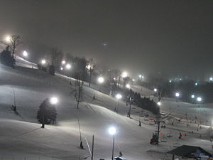 English: Night skiing at Seven Springs Mountai...