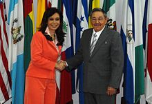 Cristina Fernández de Kirchner meets Raúl Castro in Cuba during a state visit in January 2009