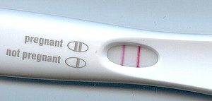 English: positive pregnancy test Deutsch: Ein ...