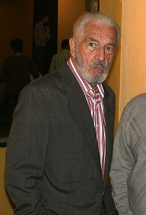 Română: Sergiu Nicolaescu, in foaierul Teatrul...