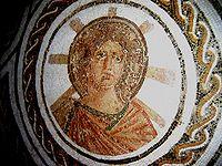 Il dio romano Apollo raffigurato su un mosaico.