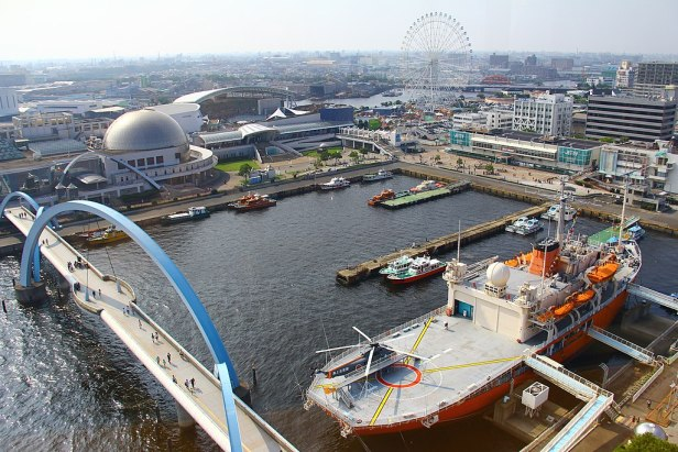 Aquarium + Giant wheel + Fuji Icebreaker - view from the lighthouse - Nagoya Port - Japan (15676490678)