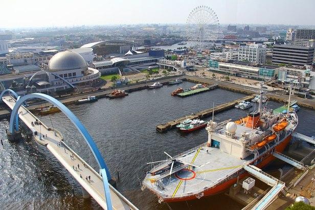 Aquarium + Giant wheel + Fuji Icebreaker - view from the lighthouse - Nagoya Port - Japan (15676490678)