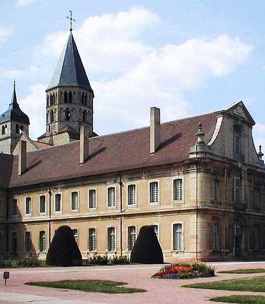 File:Cluny-Abtei-Ostfluegel-mtob.jpg