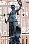 Justitia auf dem Gerechtigkeitsbrunnen am Frankfurter Römerberg