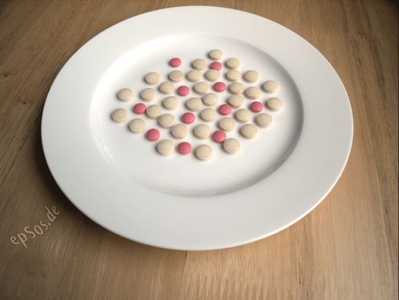 File:Medicine Drug Pills on Plate.png