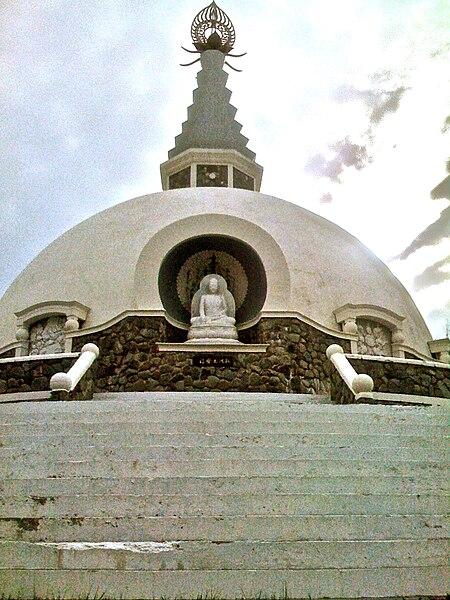 File:PeacePagoda GraftonNY.jpg