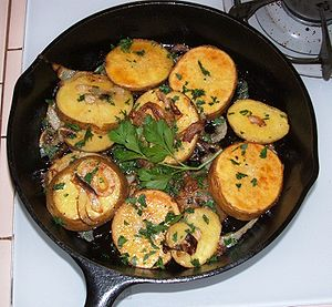 English: Potatoes lyonnaise