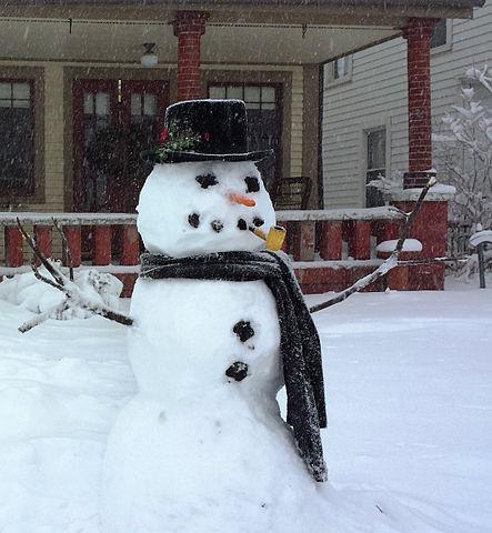 https://i2.wp.com/upload.wikimedia.org/wikipedia/commons/thumb/2/22/Snowman_in_Indiana_2014.jpg/443px-Snowman_in_Indiana_2014.jpg?w=604&ssl=1