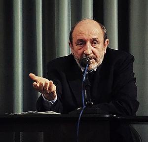 Il prof. Umberto Galimberti durante una conferenza