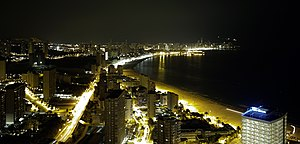 English: Benidorm by night from Gran Hotel Bal...