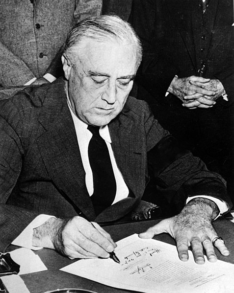 File:Franklin Roosevelt signing declaration of war against Japan.jpg