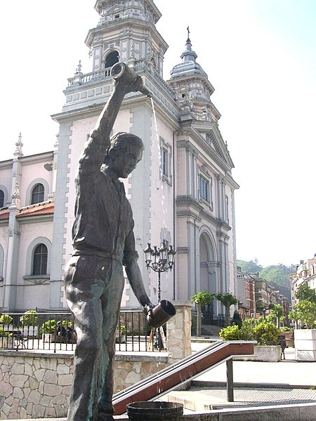 Archivo:Plaza Requexu Mieres.jpg