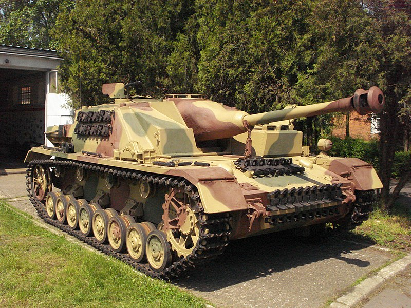 File:Sturmgeschutz iv Muzeum Broni Pancernej CSWL 2.JPG