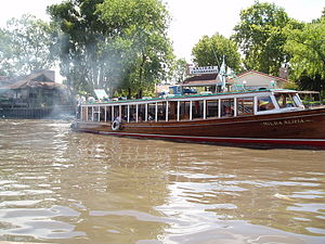 English: One of the many passenger boats at Tigre.