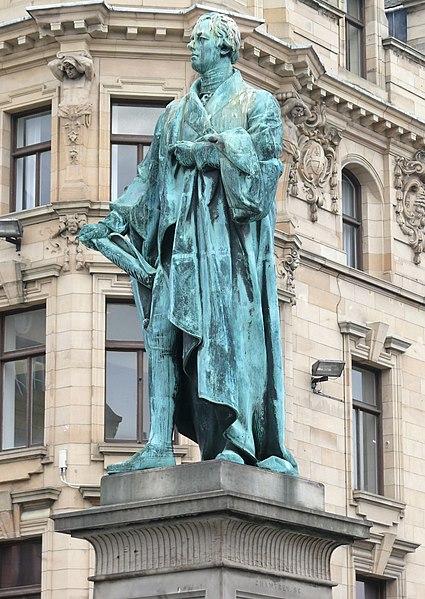 Statue of William Pitt in Edinburgh
