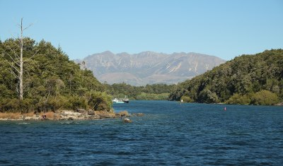 Lake Manapouri - Wikipedia