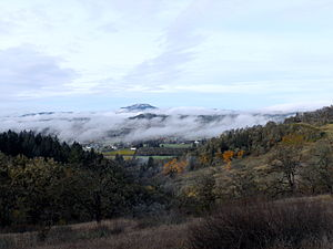 English: Fog hovering over Eugene and other pa...