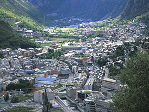English: View of Andorra la Vella and Escaldes...