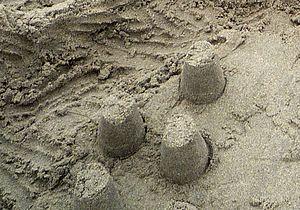 Česky: bábovky z písku Česky: mud pies