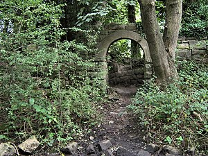 English: Mystery archway This beautifully made...